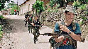 Las imágenes de la guerra a la paz en El Salvador captadas por un fotógrafo salvadoreño