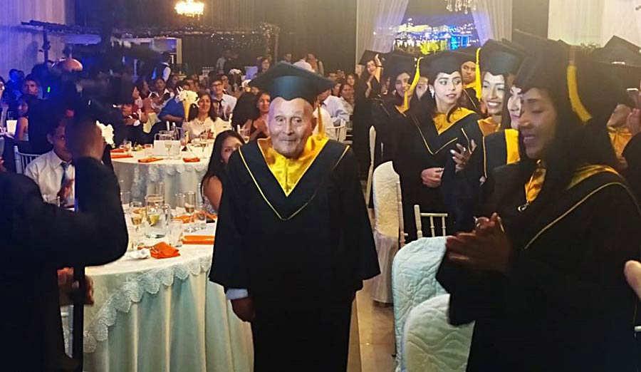 Graduacion anciano_01