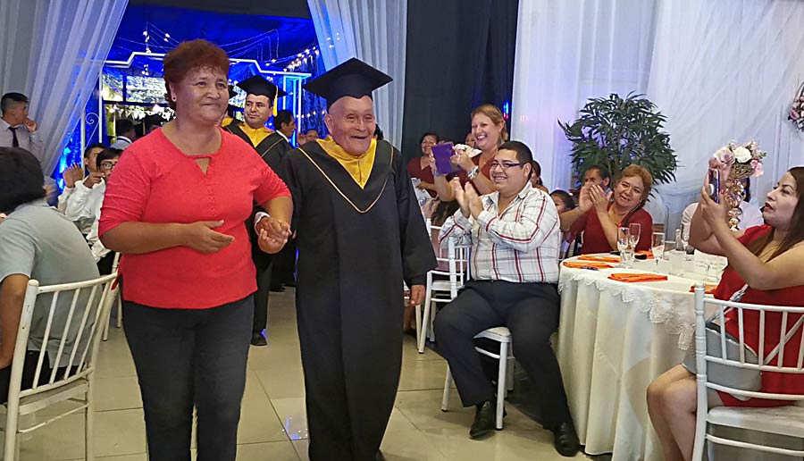 Graduacion anciano_03
