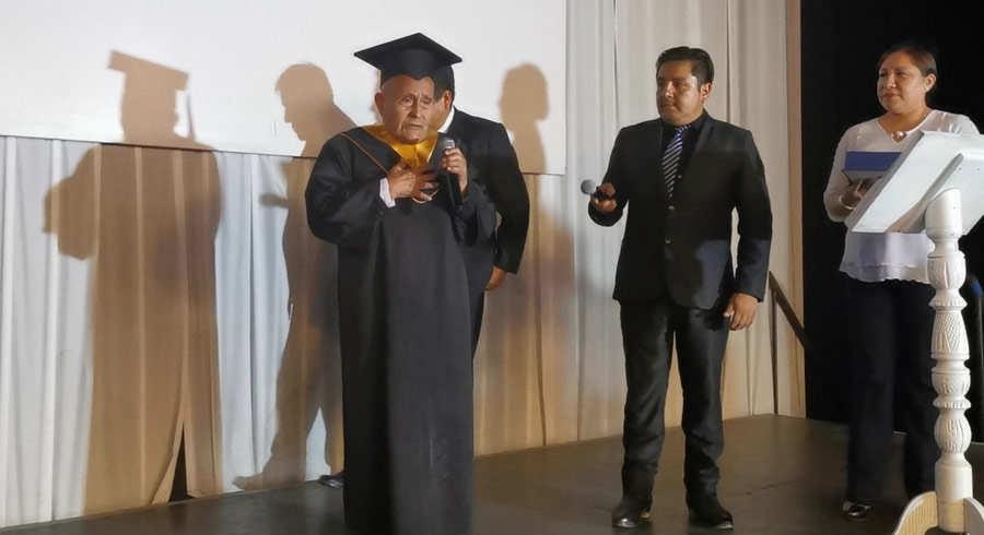 Graduacion anciano_06