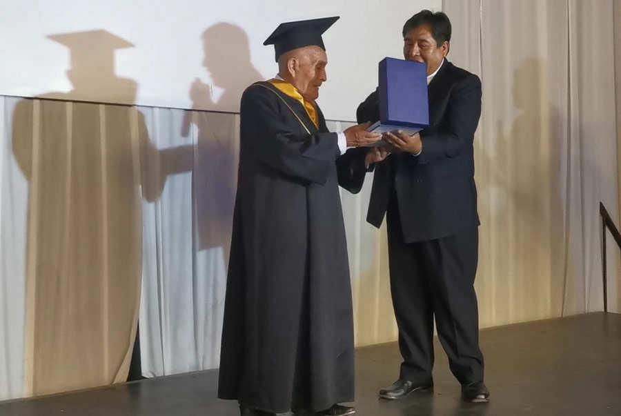 Graduacion anciano_07