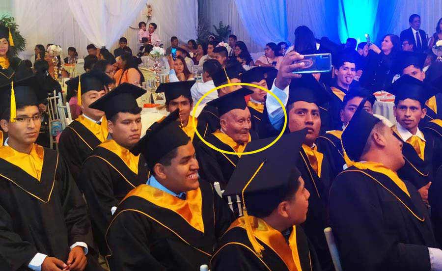 Graduacion-anciano_09