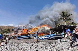 Afectados por incendio en playa El Palmarcito no tienen ni donde dormir