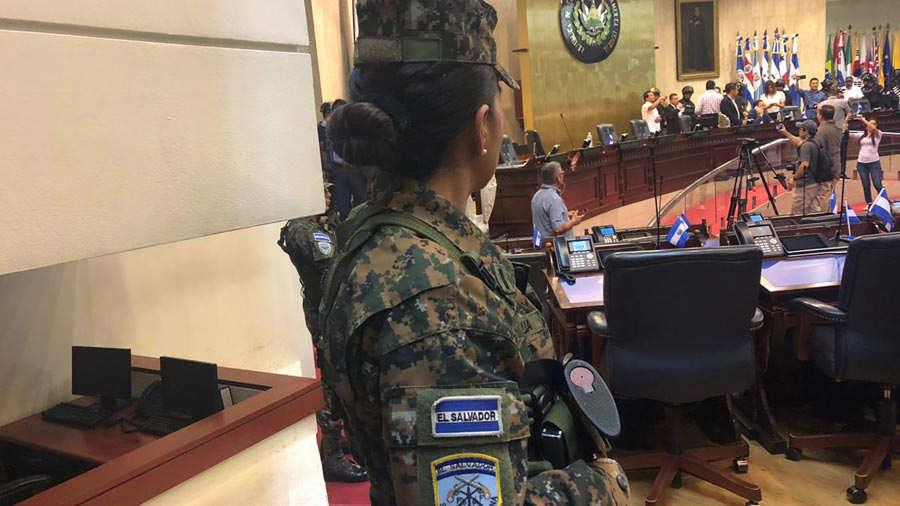 Militares-en-la-Asamblea-101
