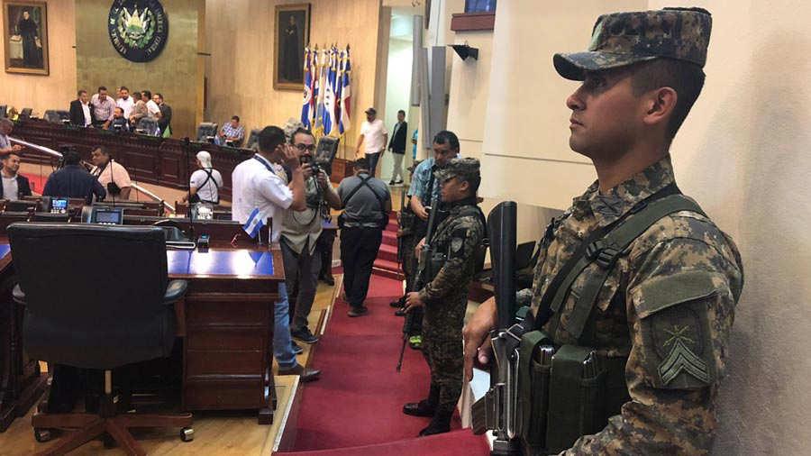 Militares-en-la-Asamblea-102