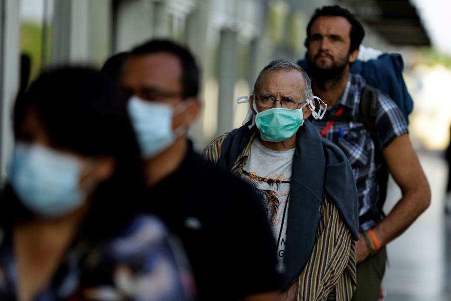 Un grupo de 47 espaÒoles que permanecÌa en El Salvador regresa a su paÌs