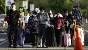 Un grupo de 47 españoles que permanecía en El Salvador regresa a su país en un vuelo especial