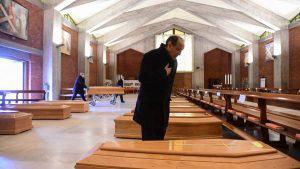 Iglesias sirven para almacenar cadáveres durante la crisis por el coronavirus en Italia