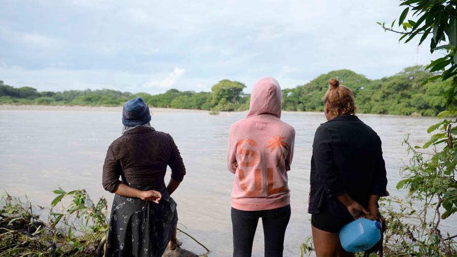 Coyotes Cobran A Viajeros Hasta 200 Por Cruzarlos Ilegalmente El Río Goascorán Noticias De El Salvador