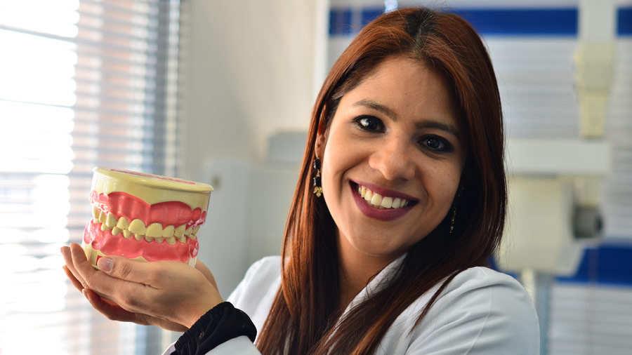 YH-Doctora-Nuvia-Estrada-odontóloga010