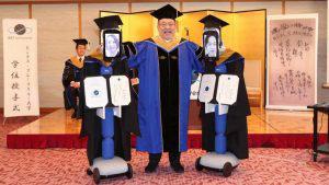 En Japón los estudiantes se graduaron de manera virtual con robots a control remoto