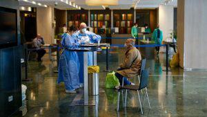 El hotel cinco estrellas que recibe a pacientes estables de COVID-19 para su recuperación