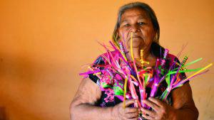 Artesanas de ramos de coyol guardan todo para la próxima Semana Santa