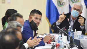 Imágenes curiosas de la negociación entre diputados y representantes del Gobierno