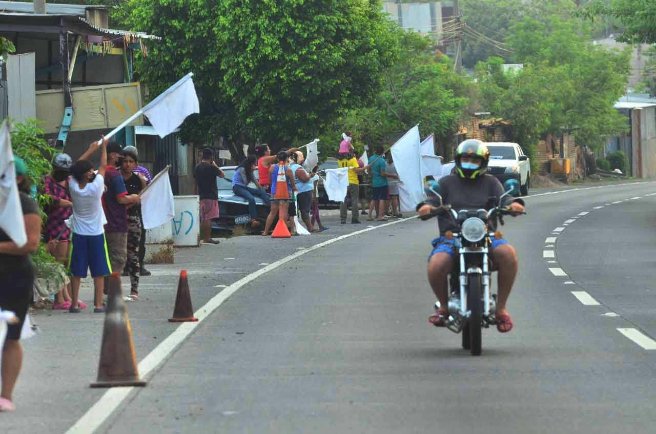 Banderas blancas en las calles_09