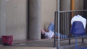 Pacientes en el suelo en el hospital general del ISSS debido a saturación