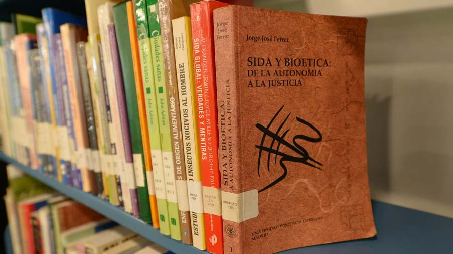 biblioteca14