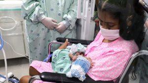 Una mujer despertó después de 21 días en coma por COVID-19 y se enteró que había dado a luz