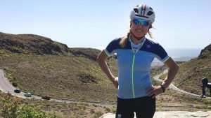 FOTOS: Conmoción por Roberta, la ciclista que murió arrollada por un camión mientras arreglaba su bicicleta