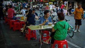 Wuhan, epicentro del COVID-19, vuelve a la normalidad y ya no usan mascarillas