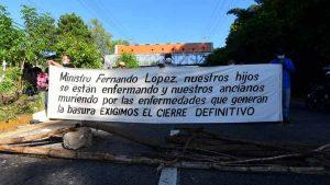 Segundo día de protestas en autopista a Comalapa para exigir cierre de basurero Aragón