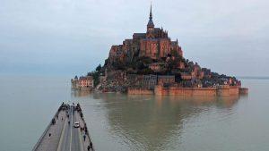 La increíble edificación en Francia que durante unas horas en el día se convierte en una isla