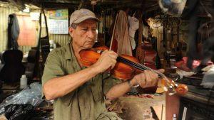 Manuel Cruz, el artesano de guitarra clásica que murió durante la cuarentena por falta de oxígeno
