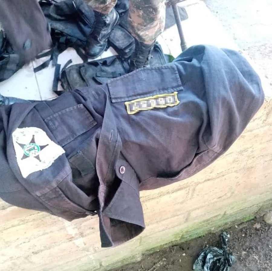 captura con uniformes policiales_01