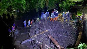 Imágenes del deslave en Nejapa que afectó a decenas de viviendas
