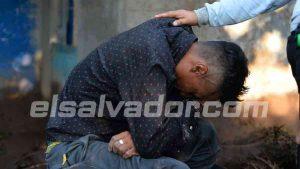 """""""Yo lo que quiero es estar con mi familia"""", se lamenta un joven por sus parientes soterrados en el deslave en Nejapa"""