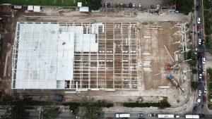 Secuencias fotográficas que muestran el lento avance de la construcción del hospital El Salvador