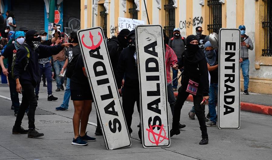 Guatemala: le vice-prÈsident presse le prÈsident de dÈmissionner