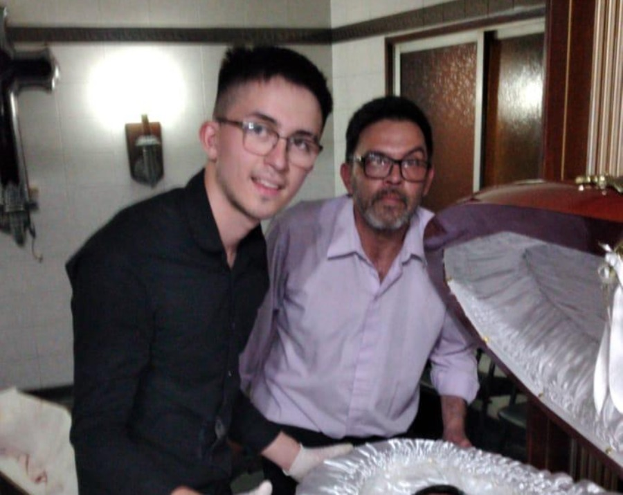 Escándalo! Empleados de funeraria filtran fotografías de Maradona en ataúd  | Noticias de El Salvador - elsalvador.com