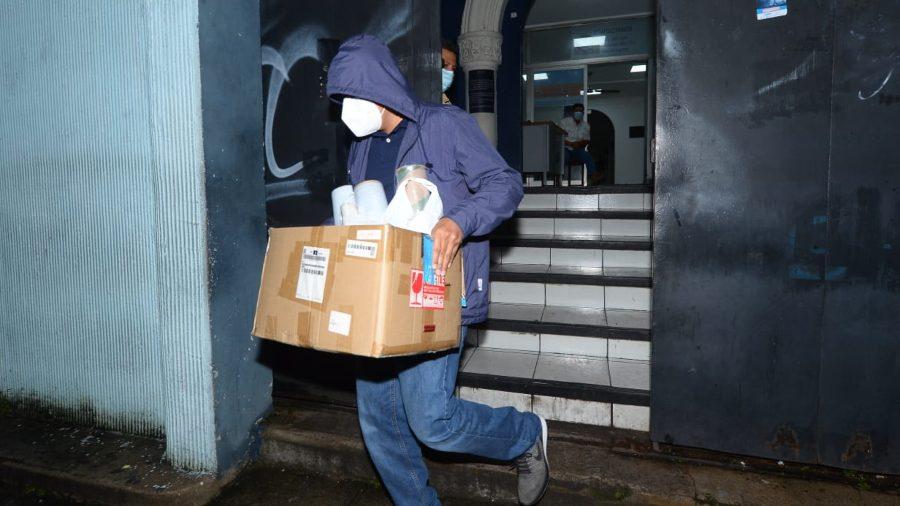 Fiscalía allana 20 oficinas de gobierno y busca documentos de supuestas  compras irregulares   Noticias de El Salvador - elsalvador.com