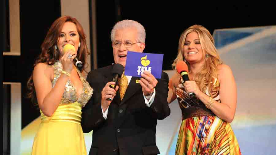 luciana-sandova-carrera-en-television10-2010