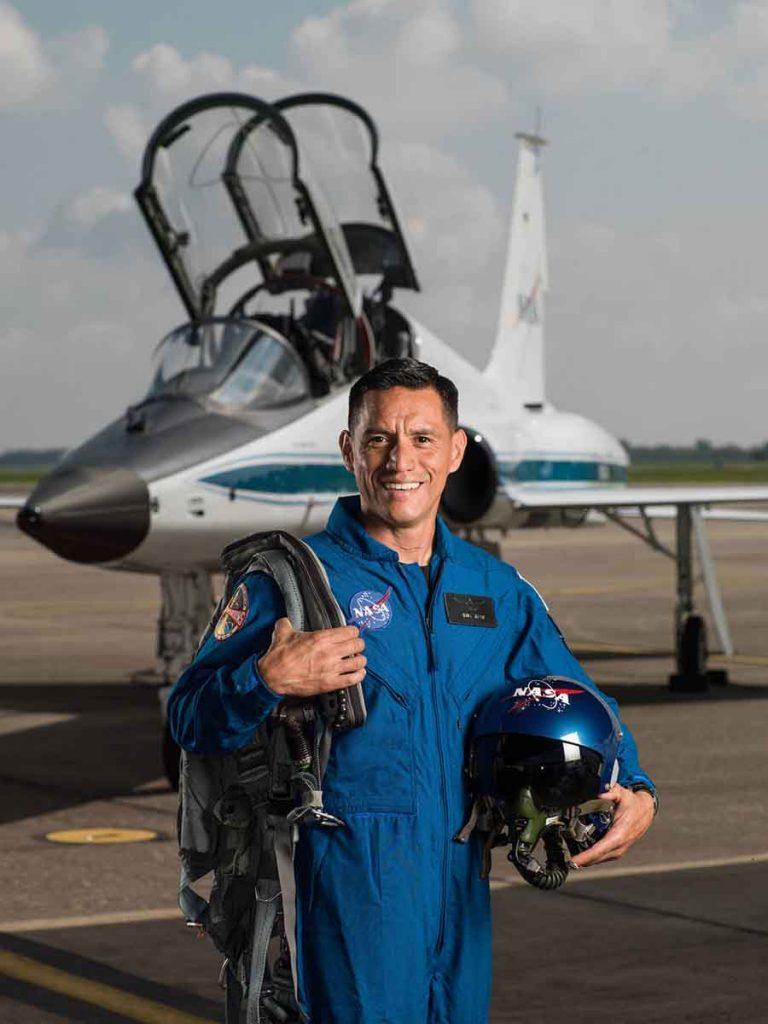Astronauta-sin-rotulo-02-768x1024