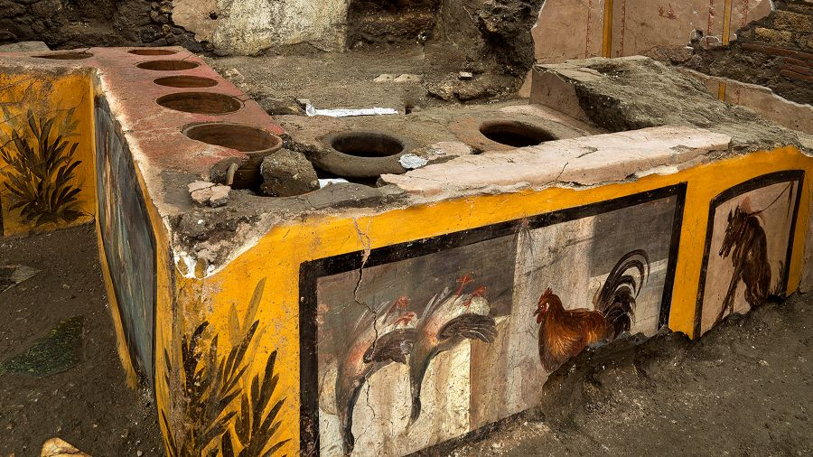 """Discovery in Pompeii a thermopoly or canopy type """"kitskos"""" antiguo, intact    El Salvador News"""
