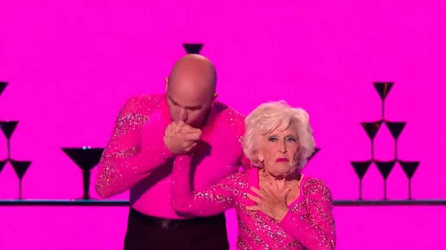 Sarah-Paddy-Jones-abuela-bailarina1