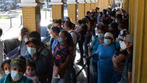 Salvadoreños aprovechan las últimas horas para sacar su DUI previo a elecciones 2021
