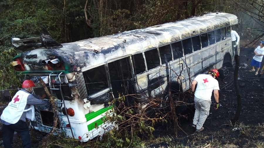 bus incendiado Troncal del Norte_01