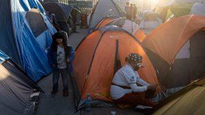La larga espera en México de miles de migrantes que esperan una oportunidad de asilo en Estados Unidos