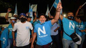 Militantes de Nuevas Ideas presionan para que se abra centro de votación en Santa Marta, San Jacinto