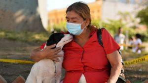 """""""Dejé todas mis cosas y no tengo dónde dormir"""", Irma Vásquez busca un hogar junto a su mascota tras ser desalojada"""