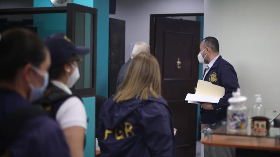 Fiscalia-en-allanamiento-en-la-Asamblea-Legislativa-por-plazas-fantasmas-34
