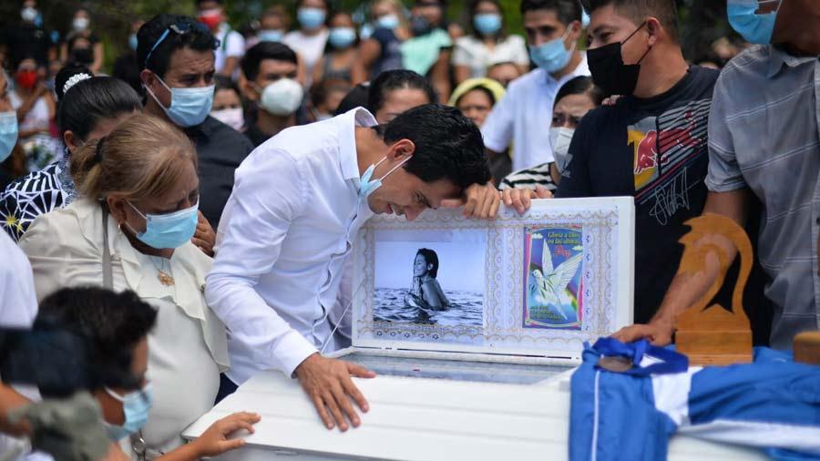 entierro de surfista salvadorena katherine diaz19
