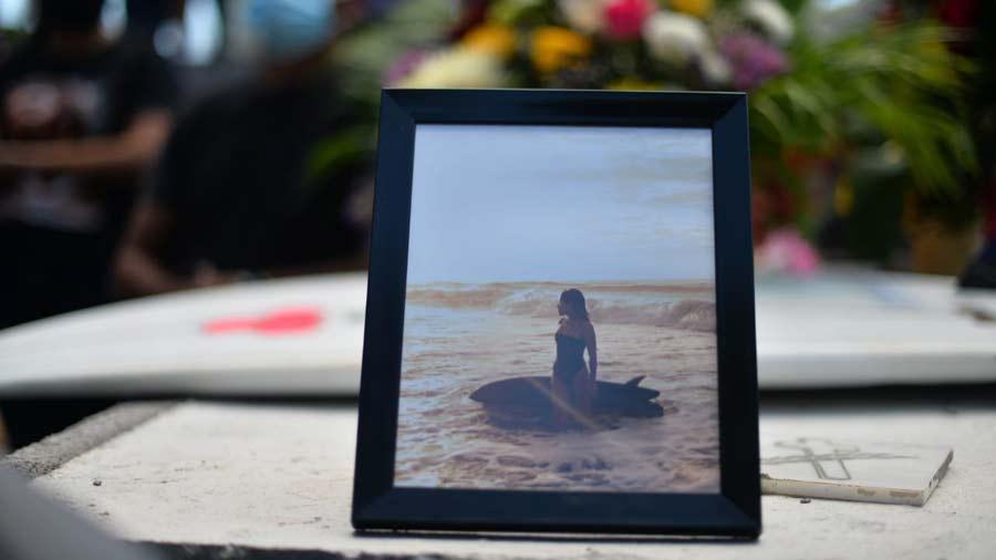 entierro de surfista salvadorena katherine diaz24