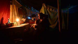 """""""Es duro estar así"""": familia de San Juan Opico se quedó sin casa y ahora viven en la intemperie"""