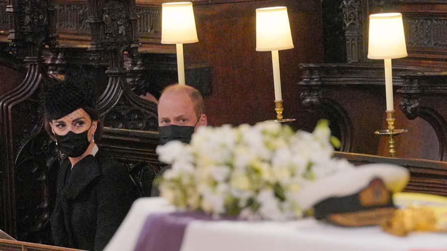Kate-Middleton-y-su-deslumbrante-look-en-el-sepelio-del-esposo-de-la-Reina-Isabel-(3)