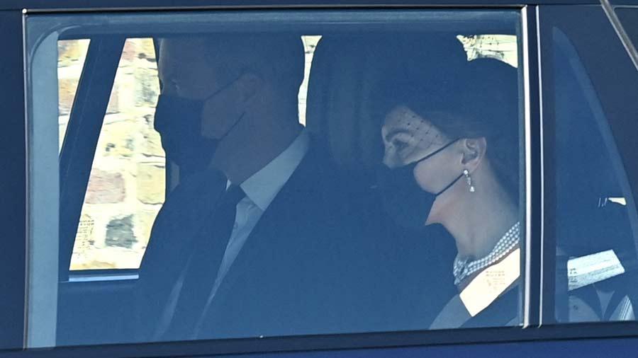 Kate-Middleton-y-su-deslumbrante-look-en-el-sepelio-del-esposo-de-la-Reina-Isabel-(6)
