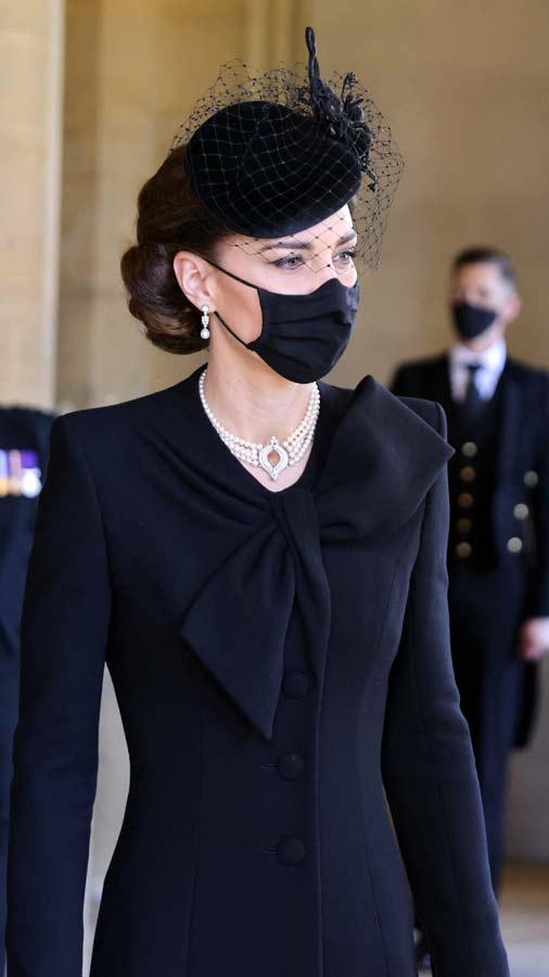 Kate-Middleton-y-su-deslumbrante-look-en-el-sepelio-del-esposo-de-la-Reina-Isabel-(7)